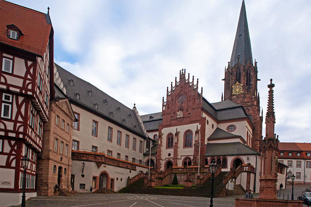 Der fränkische Marienweg - Route 1:Stiftskirche in Aschaffenburg